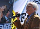 """Christian Ströbele am 30.05.2015 auf der Demo """"Anwälte gegen Totalüberwachung."""""""