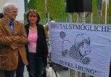 """Canan Bayram (MdA) und Christian Ströbele am 30.05.2015 auf der Demo """"Anwälte gegen Totalüberwachung."""""""