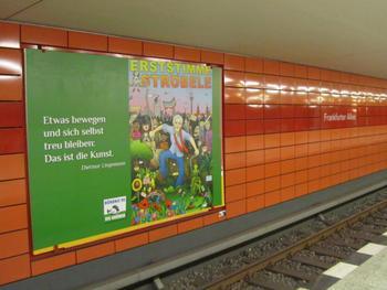 Wahlplakat im U-Bahnhof Frankfurter Allee