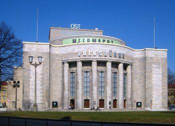 Volksbühne (cc-by-sa; Beek100)